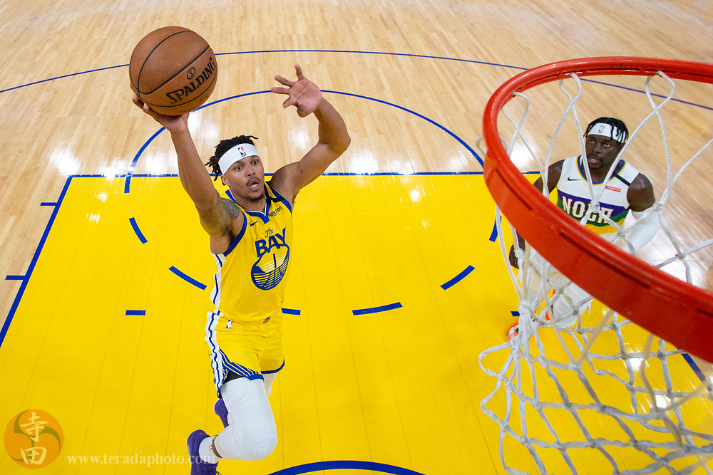February 23, 2020; San Francisco, California, USA; Golden State Warriors guard Damion Lee (1) dunks the basketball during the first half against the New Orleans Pelicans at Chase Center.