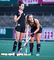 AMSTELVEEN - Charlotte Adegeest (A'dam) met Eva de Goede (A'dam)   tijdens de  training van de dames van Amsterdam (AH&BC) voor de eerste competitiewedstrijd. COPYRIGHT KOEN SUYK
