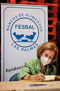 102920 Queen Sofia visit Food Bank of Las Palmas de Gran Canaria