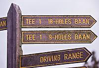 NUMANSDORP - Wegwijzer naar de twee banen. Golfclub Cromstrijen. COPYRIGHT KOEN SUYK