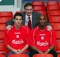 Fotball: An early Christmas present for Reds fans as Liverpool unveil Czech international striker Milan Baros (left) and French striker Nicolas Anelka (right) with assistant manager Phil Thompson (centre) at Anfield. Monday 24th December 2001.<br /><br />Foto: David Rawcliffe, Digitalsport