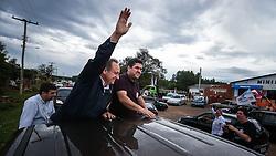 """O candidato a governador do Estado pela coligação """"O Rio Grande Merece Mais"""", Vieira da Cunha durante carreata em Taquari. FOTO: Jefferson Bernardes/ Agência Preview"""