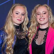 NLD/Amsterdam/20190613 - Inloop uitreiking De Beste Social Awards 2019, Mylene en Rosanna Waalewijn