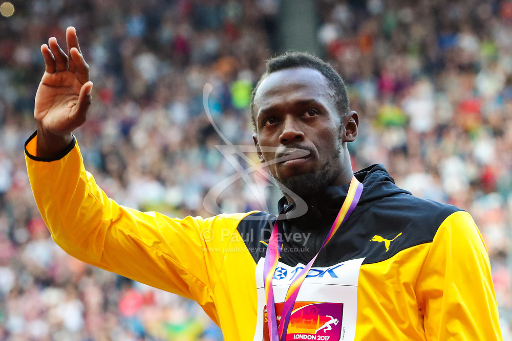 London, 2017 August 06. Men's 100m bronze medalist Usain Bolt salutes the crowd at the medal ceremony on day three of the IAAF London 2017 world Championships at the London Stadium. © Paul Davey.