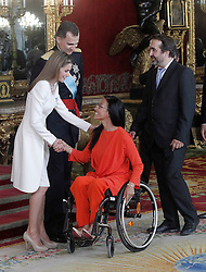 19.06.2014, Palacio Real, Madrid, ESP, Inthronisierung, König Felipe VI, Empfang im Palast, im Bild King Felipe VI of Spain and Queen Letizia of Spain with the spanish paralympic swimmer Maria Teresa Perales // during the Enthronement ceremonies of King Felipe VI at the Palacio Real in Madrid, Spain on 2014/06/19. EXPA Pictures © 2014, PhotoCredit: EXPA/ Alterphotos/ Acero<br /> <br /> *****ATTENTION - OUT of ESP, SUI*****
