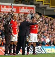 Photo: Leigh Quinnell.<br /> Tottenham Hotspur v Manchester United. The Barclays Premiership. 17/04/2006. Man Utd manager Sir Alex Ferguson talks tactics to captain Gary Neville as  Wes Brown joins the field.