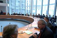 14 MAR 2002, BERLIN/GERMANY:<br /> Sitzung des Parteispenden Untersuchungsausschusses, Saal E800, Paul-Loebe-Haus, Deutscher Bundestag<br /> IMAGE: 20020314-01-009<br /> KEYWORDS: Übersicht, Uebersicht, Paul-Löbe-Haus