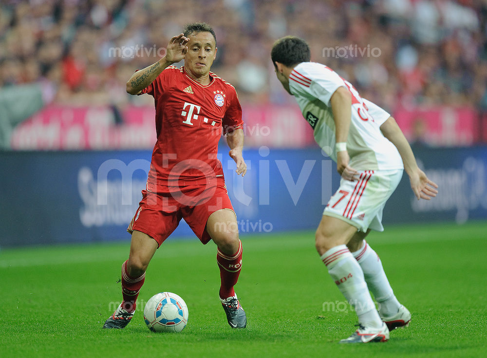 Fussball Bundesliga Saison 2011/2012 7. Spieltag FC Bayern Muenchen - Bayer 04 Leverkusen V.l.: RAFINHA (FCB), Gonzalo CASTRO (Leverkusen).