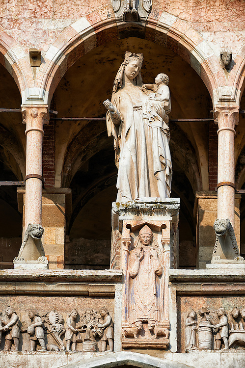Statue of the Modonna with Child on the  facade of the Romanesque Cathedral of Cremona of the Tuscan school around 1309, Cremona, Lombardy, northern Italy .<br /> <br /> Visit our ITALY HISTORIC PLACES PHOTO COLLECTION for more   photos of Italy to download or buy as prints https://funkystock.photoshelter.com/gallery-collection/2b-Pictures-Images-of-Italy-Photos-of-Italian-Historic-Landmark-Sites/C0000qxA2zGFjd_k<br /> <br /> <br /> Visit our MEDIEVAL ART PHOTO COLLECTIONS for more   photos  to download or buy as prints https://funkystock.photoshelter.com/gallery-collection/Medieval-Middle-Ages-Art-Artefacts-Antiquities-Pictures-Images-of/C0000YpKXiAHnG2k