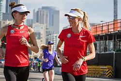 USA Olympic Team Trials Marathon 2016, Amy Cragg and Shalane Flanagan warmup together