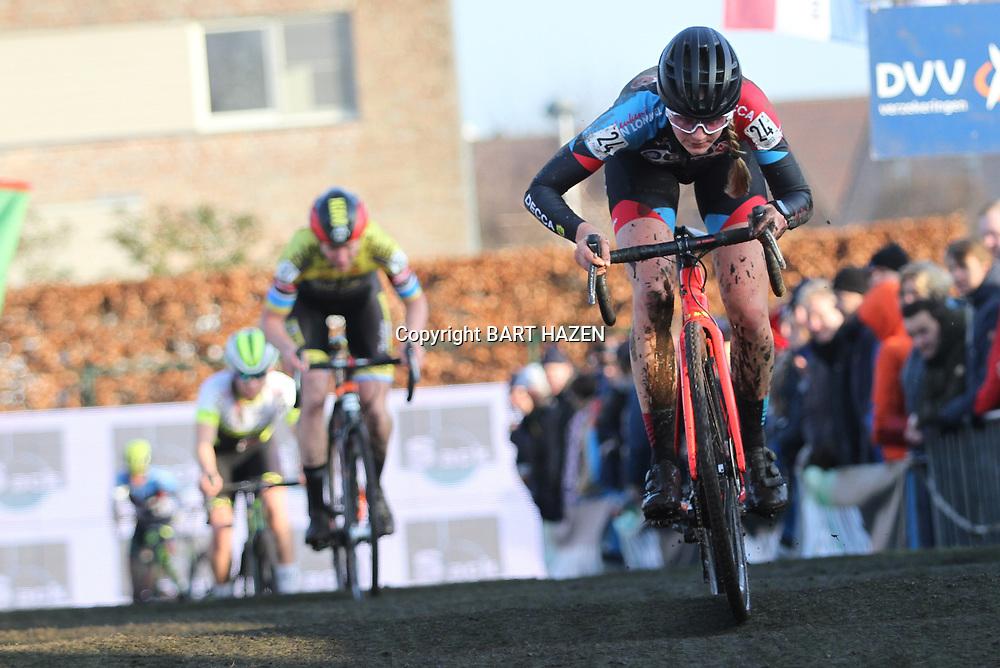 27-12-2019: Wielrennen: DVV veldrijden: Loenhout: Aniek van Alphen