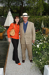 SIR TERENCE CONRAN and DARCEY BUSSELL at the 2005 RHS Chelsea Flower Show on 23rd May 2005<br /><br />NON EXCLUSIVE - WORLD RIGHTS