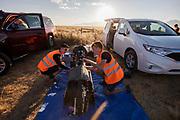 Teamleden maken de VeloX 7 klaar voor de kwalificaties op maandagmorgen. Het Human Power Team Delft en Amsterdam, dat bestaat uit studenten van de TU Delft en de VU Amsterdam, is in Amerika om tijdens de World Human Powered Speed Challenge in Nevada een poging te doen het wereldrecord snelfietsen voor vrouwen te verbreken met de VeloX 7, een gestroomlijnde ligfiets. Het record is met 121,44 km/h sinds 2009 in handen van de Francaise Barbara Buatois. De Canadees Todd Reichert is de snelste man met 144,17 km/h sinds 2016.<br /> <br /> With the VeloX 7, a special recumbent bike, the Human Power Team Delft and Amsterdam, consisting of students of the TU Delft and the VU Amsterdam, wants to set a new woman's world record cycling in September at the World Human Powered Speed Challenge in Nevada. The current speed record is 121,44 km/h, set in 2009 by Barbara Buatois. The fastest man is Todd Reichert with 144,17 km/h.