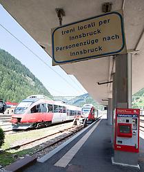 THEMENBILD - An den Bahnhöfen in Südtirol stranden seit Monaten jede Woche Hunderte Flüchtlinge. Wer es über das Meer bis nach Italien geschafft hat, versucht, rasch weiter in Richtung Norden zu kommen, meist werden sie dabei von deutsch-österreichisch-italienischen Polizeistreifen aus den Zügen geholt. Am Bahnhof in Bozen und am Brenner werden sie von Helfern versorgt. Viele der Flüchtlinge wollen nach Deutschland und Skandinavien. Der Brenner ist nur ein Etappenziel. Hier im Bild Bahnsteig mit Regionalzügen nach Innsbruck. Aufgenommen am 9. August 2015 am Bahnhof Brenner // Railway platform with regional trains to Innsbruck the Brenner railway station on the border between Tyrol, Austria and South Tyrol, Italy, 09 August 2015. Each Week hundreds of asylum seekers reportedly are stopped by Austrian, German and Italian police. The Austrian government has been struggling to house masses of new arrivals, as some provincial leaders and many mayors have opposed hosting asylum seekers in their communities. More than 28,300 people applied for refugee protection in Austria in the first half of the year, with many coming from Syria, Afghanistan and Iraq. EXPA Pictures © 2015, PhotoCredit: EXPA/ Johann Groder