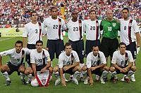 Fotball<br /> VM 2006<br /> Foto: Witters/Digitalsport<br /> NORWAY ONLY<br /> <br /> Lagbilde USA <br /> hinten v.l. Carlos Bocangera, Oguchi Onyewu, Eddie Pope, Brian Mc Bride, Kasey Keller, Clint Dempsey <br /> vorne v.l. Pablo Mastroeni, Claodio Reyna, Bobby Convey, Landon Donovan, Steve Cherundolo<br /> Fussball WM 2006 Italia - USA 1:1