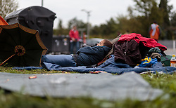 25.09.2015, Grenzübergang, Salzburg, AUT, Fluechtlingskrise in der EU, im Bild ein Flüchtlingskind schläft an der Grenze zu Deutschland // a refugee child is sleeping at the border to Germany. Thousands of refugees fleeing violence and persecution in their own countries continue to make their way toward the EU, border crossing, Salzburg, Austria on 2015/09/25. EXPA Pictures © 2015, PhotoCredit: EXPA/ JFK