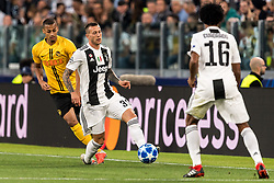 (L-R)  Djibril Sow of BSC Young Boys, Federico Bernardeschi of Juventus FC during the UEFA Champions League group H match between Juventus FC and Young Boys at the Allianz Arena on October 02, 2018 in Turin, Italy