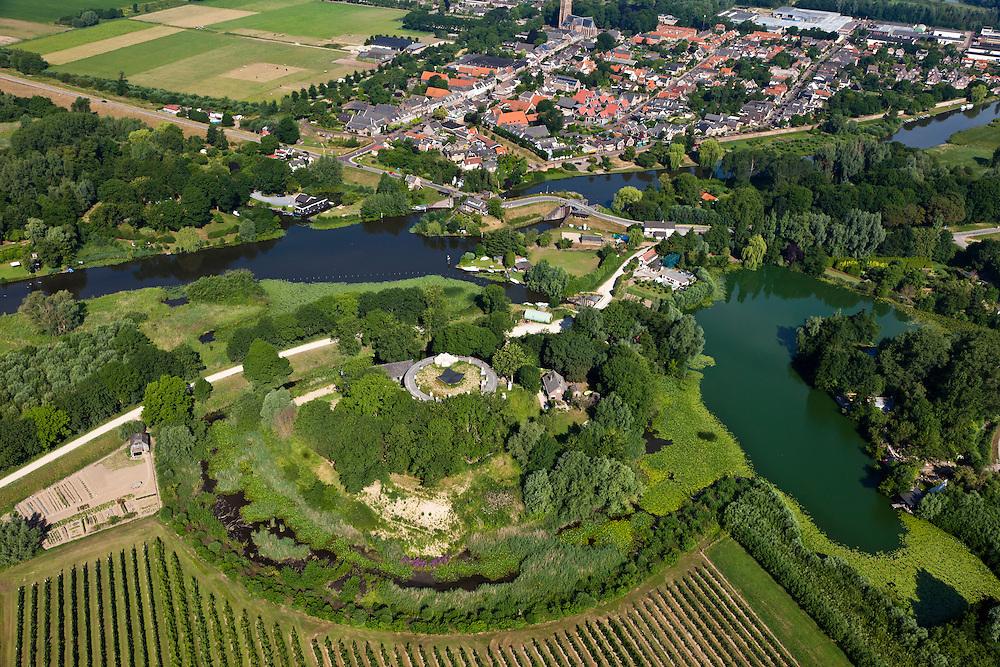 Nederland, Gelderland, Gemeente Lingewaal, 08-07-2010; Fort Asperen, onderdeel Nieuwe Hollandse Waterlinie. Bovn in beeld Asperen en riviertje de Linge met sluis (zoals ook gebruikt voor de inundatie)..Fort Asperen, part of the New Dutch Waterline. Asperen and the river Linge with sluices for inundation..luchtfoto (toeslag), aerial photo (additional fee required).foto/photo Siebe Swart