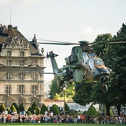 Démonstration des hélicoptères de l'Aviation Légère de l'Armée de Terre sur l'esplanade des Invalides à l'occasion des 60 ans de l'ALAT et de la fête nationale.<br /> Juillet 2014 / Paris (75) / FRANCE