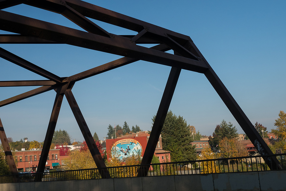 United States, Washington, Snohomish, downtown and bridge over Snohomish river in fall