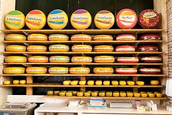 THEMENBILD - Gouda ist eine Gemeinde sowie eine Stadt in der Provinz Süd Holland. Die Stadt ist bekannt für den Gouda Käse, die Stroopwafeln, die vielen Grachten sowie dem Rathaus aus dem 15. Jahrhundert. im Bild Gouda in einem Geschäft, Aufgenommen am 28. Juli 2016 in Gouda // Gouda is a municipality and city in the province of South Holland, the Netherlands. The city is famous for its Gouda cheese, stroopwafels, many grachten and its 15th-century city hall. This picture shows Gouda in a shop, Gouda, Netherlands on 2016/07/28. EXPA Pictures © 2016, PhotoCredit: EXPA/ Sebastian Pucher