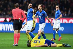 November 13, 2017 - Milano, ITALIEN - 171113 Italiens Giorgio Chiellini reagerar mot domaren under fotbollsmatchen i VM-kvalets play-off mellan Italien och Sverige den 13 november 2017 i Milano  (Credit Image: © Petter Arvidson/Bildbyran via ZUMA Wire)