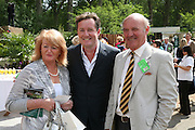 PIERS MORGAN, WITH HIS PARENTS GABRIELLE AND GLYN. Opening day of the Chelsea Flower Show. Royal Hospital Grounds. London. 19 May 2008 *** Local Caption *** -DO NOT ARCHIVE-© Copyright Photograph by Dafydd Jones. 248 Clapham Rd. London SW9 0PZ. Tel 0207 820 0771. www.dafjones.com.