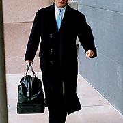 NLD\Den Haag\19980118 - Advocaat Bram Moszkowics komt aan bij de rechtbank in Den Haag voor de rechtzaak van Franklin Brown