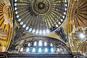 Turkije, Istanbul, 4-6-2011 De Aya Sofia, agia sophia, in sultan ahmet. De grootste koepelkerk ter wereld na de Sint Pieter werd na de verovering van Constantinopel door de mohamedanen omgebouwd tot een moskee. Istanbul, vroegere hoofdstad van het Ottomaanse rijk. Foto: Flip Franssen