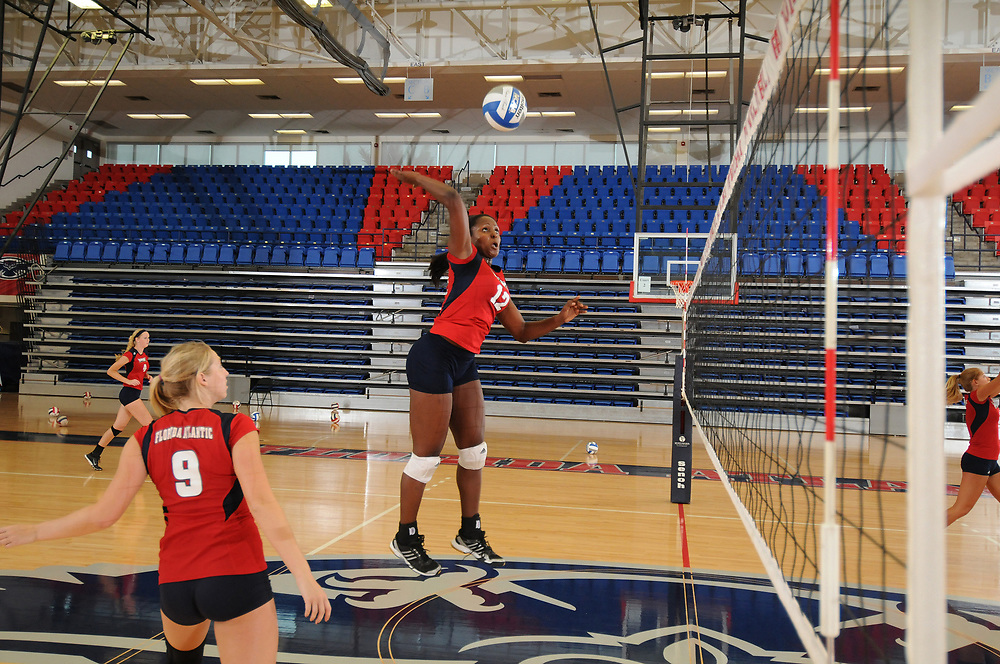 2013 FAU Volleyball Photo Day #1
