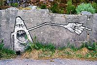 Grafitti på en ruin fra andre verdenskrig på Tueneset. <br /> Foto: Svein Ove Ekornesvåg