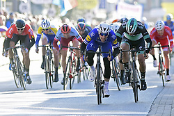March 21, 2018 - La Panne, Belgique - DE PANNE, BELGIUM - MARCH 21 : VIVIANI Elia  (ITA)  of Quick - Step Floors wins the stage in a massive bunch sprint in front of ACKERMANN Pascal  (GER)  of Bora - Hansgrohe during the Driedaagse Brugge - De Panne cycling race with start in Brugge and finish in De Panne on March 21, 2018 in De Panne, Belgium, 21/03/2018 (Credit Image: © Panoramic via ZUMA Press)