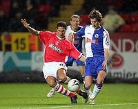 Fotball<br /> England 2005/2006<br /> Foto: Colorsport/Digitalsport<br /> NORWAY ONLY<br /> <br /> MORTEN GAMST PEDERSEN (Blackburn) TALAL EL KARKOUR (Charlton). Charlton v Blackburn Rovers. (2-3) Carling League Cup. 30/11/2005.