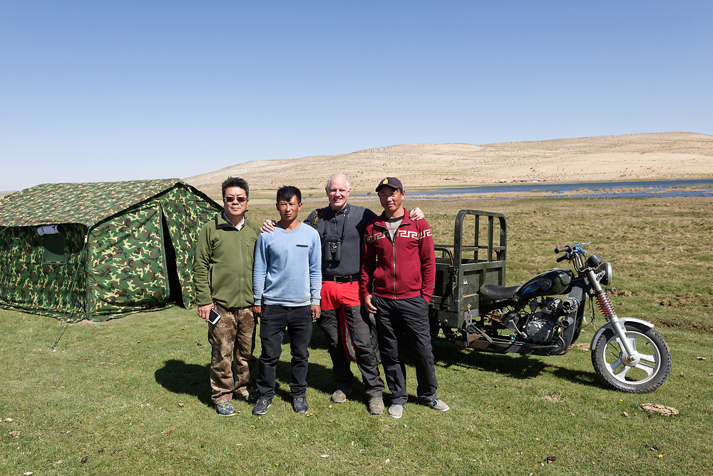 A group photo of photographer Staffan Widstrand, Li Yuliang and locals, central Inner Mongolia, China. 摄影师合照,内蒙古中部,中国。