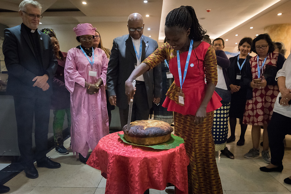 23 October 2019, Addis Ababa, Ethiopia: Yeanie Margaret Foray cuts a large loaf of traditional Ethiopian bread, baked in banana leaves. By tradition, the bread is cut by an elder and a young person, to then be shared with the whole community. Gathered in Addis Ababa from 23-27 October 2019, Lutherans from across the globe join in consultation under the theme of 'We believe in the Holy Spirit: Global Perspectives on Lutheran Identities'. Hosted by the Ethiopian Evangelical Church Mekane Yesus, the consultation is the first phase of a study process on Lutheran identities.