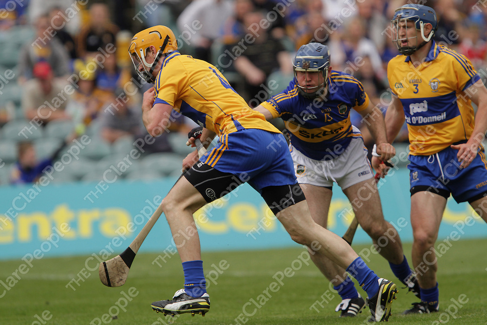 Clare's Cian Dillon tidy's up under pressure from Tipperary's Eoin Kelly during the Munster Senior semi final.<br /> Photograph by Flann Howard