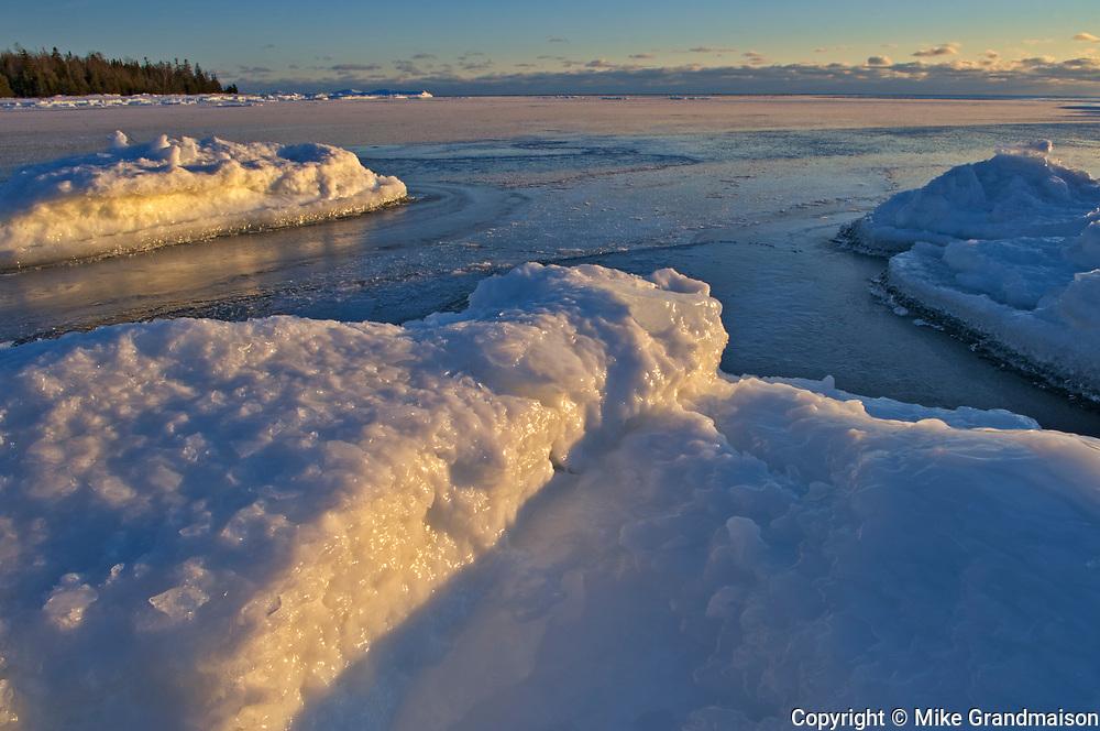 Ice along Georgian Bay (Lake Huron). Manitoulin Island<br />South Baymouth<br />Ontario<br />Canada