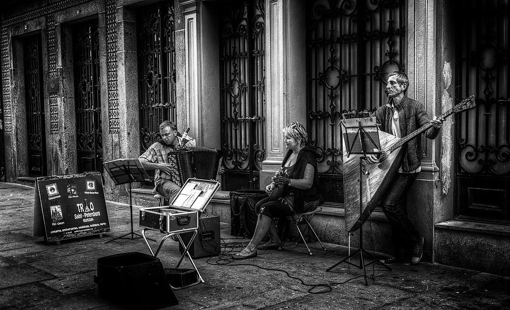 Trio of Russian street musicians in Porto