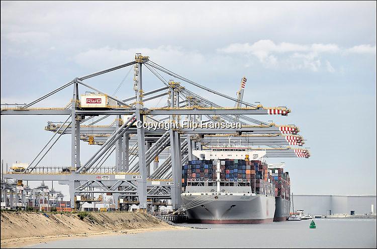 Nederland, the Netherlands, Rotterdam, 12-5-2017Containeroverslag in de rotterdamse haven op de 2e maasvlakte, bij APM terminal. Een koreaans schip wordt gelost. Foto: Flip Franssen