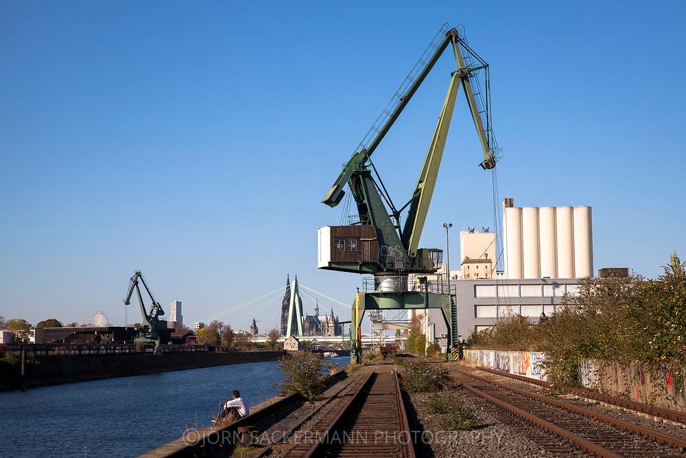 crane in the Rhine harbor in the district Deutz, in the background the catehdral, Cologne, Germany.<br /> <br /> Verladekran im Deutzer Hafen, im Hintergrund der Dom, Koeln, Deutschland.