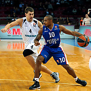Anadolu Efes's Dontaye Draper (R) and Nizhny Novgorod's Evgeny Baburin (L) during their Turkish Airlines Euroleague Basketball Group A Round 9 match Anadolu Efes between Nizhny Novgorod at Abdi ipekci arena in Istanbul, Turkey, Friday December 12, 2014. Photo by Aykut AKICI/TURKPIX