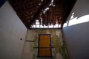 Pitangui_MG, Brasil...Imovel abandonado em Pitangui, Minas Gerais...Abandoned Property  in Pitangui, Minas Gerais...Foto: LEO DRUMOND / NITRO