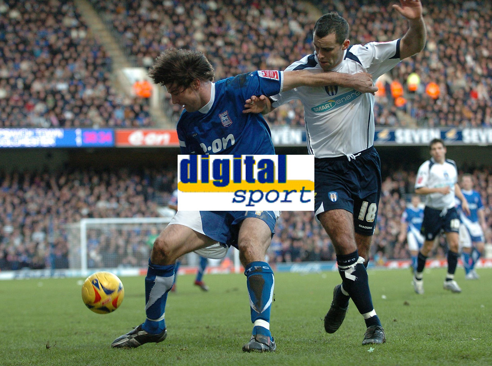 Photo: Ashley Pickering.<br />Ipswich Town v Colchester United. Coca Cola Championship. 20/01/2007.<br />Ipswich's Alan Lee holds off Colchester's Chris Barker