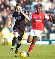 Photo: Alan Crowhurst.<br />Swindon Town v Swansea City. Coca Cola League 1.<br />31/12/2005. <br />Samuel Ricketts (L) attacks for Swansea.