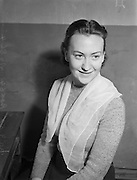 30/09/1952 <br /> 09/30/1952<br /> 30 September 1952<br /> Abbey Theatre portraits.<br /> Angela Newman, Abbey Theatre and Dublin.