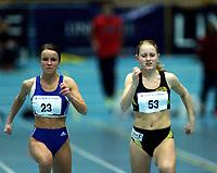 Friidrett, Det åpne norske hallmesterskap 2001 i Stangehallen. Synnøve Jayne Andersen, Sturla (53), ble nummer fire på 60 meter med tiden 7,85. Til venstre: Ida Camilla Hals, Hellas, som ble numer åtte i finalen med tiden 8.05.