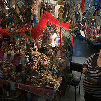 TOLUCA, Mexico.- Amuletos para la suerte, el amor, el dinero, la salud, el trabajo, la abundancia y/o la fortaleza, se ofrecen en las tiendas esotericas del mercado 16 de Septiembre. Agencia MVT / Mario Vazquez de la Torre. (DIGITAL)