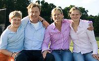 BLOEMENDAAL - familie Heustings  FOTO KOEN SUYK Jules en Frederique  Hustinx met kinderen , hockeyclub Bloemendaal.