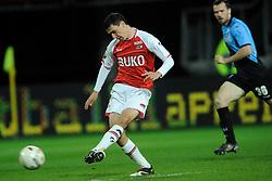 03-04-2010 VOETBAL: AZ - FC UTRECHT: ALKMAAR<br /> FC utrecht verliest met 2-0 van AZ / Maarten Mertens<br /> ©2009-WWW.FOTOHOOGENDOORN.NL