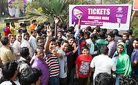 BHUBANESWAR  (INDIA)  - Drukte bij de kaartverkoop voor de wedstrijden van zondag voor  Champions Trophy Hockey. Nederland speelt tegen Duitsland. ANP  KOEN SUYK